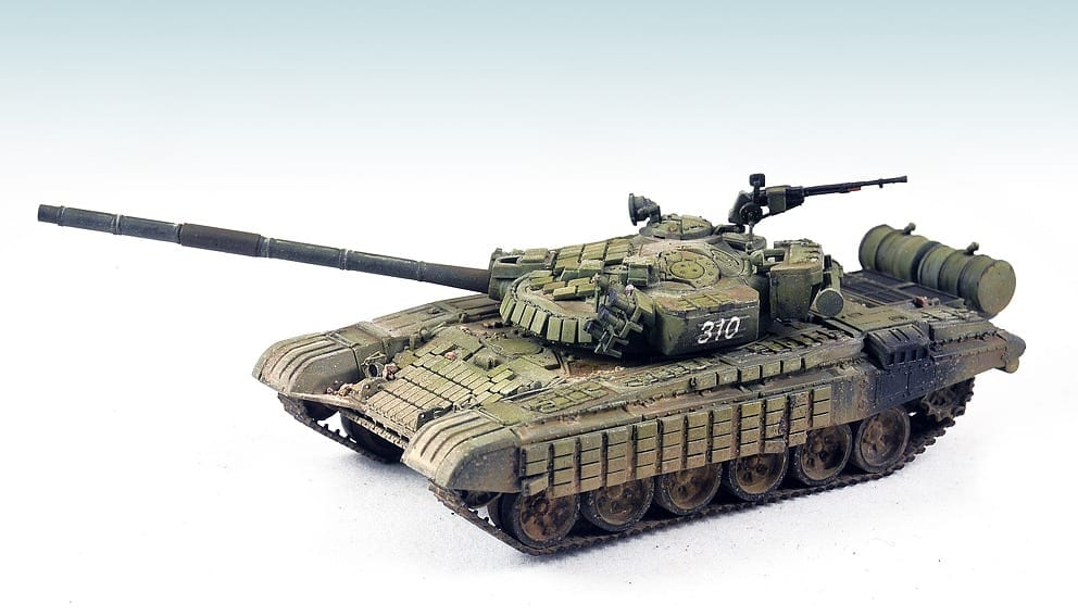 ModelCollect 1//72 UA-72007 T-72B w//ERA Main Battle Tank Russia Army 2012